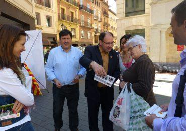 """Julio Esteban sale a la calle a ofrecer a los ciudadanos una nueva forma de gobernar """"cercana y transparente"""""""