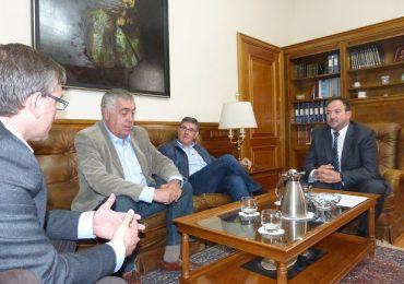 El presidente de la Diputación de Teruel plantea al consejero de Presidencia las demandas de la provincia
