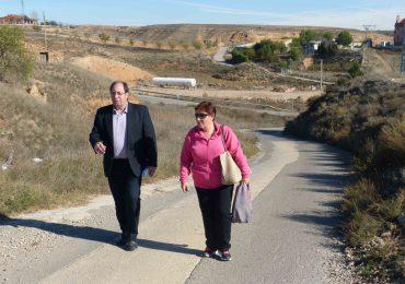 El concejal de barrios pedáneos de Teruel, Julio Esteban, visita San Blas