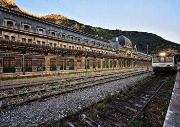 Aliaga reclama la reapertura del Canfranc para potenciar el desarrollo logístico de Aragón