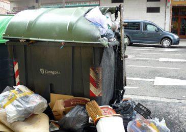 El PAR Zaragoza reclama más limpieza en los contenedores de basura y valora la conveniencia de elementos soterrados