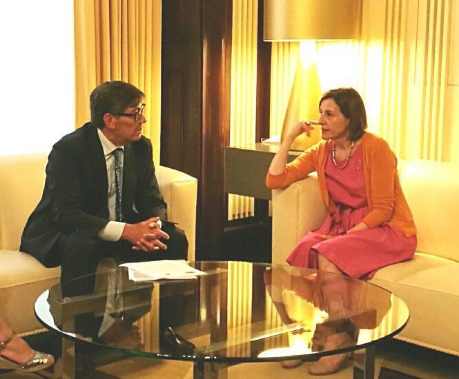 """Aliaga se entrevista con Forcadell y le reclama el cumplimiento de las sentencias y la entrega de """"los bienes"""" a Aragón"""