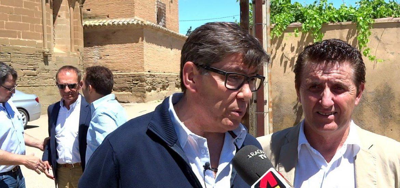 Entrevista de Arturo Aliaga con Carme Forcadell y registro de solicitud de comparecencia en el Parlamento de Cataluña