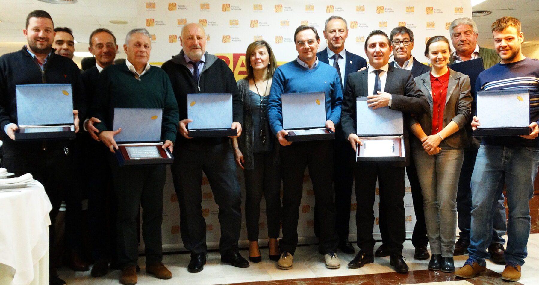 Alcaldes homenajeados, representantes y dirigentes del partido