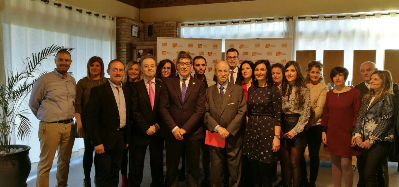 El Partido Aragonés homenajea a Hipólito Gómez de las Roces y a otros 13 militantes históricos