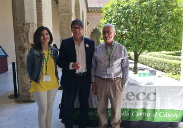 El Presidente del Partido Aragonés Arturo Aliaga ha participado en la cuestación organizada por la Asociación Española contra el Cáncer  (AECC) en el Palacio de la Aljafería